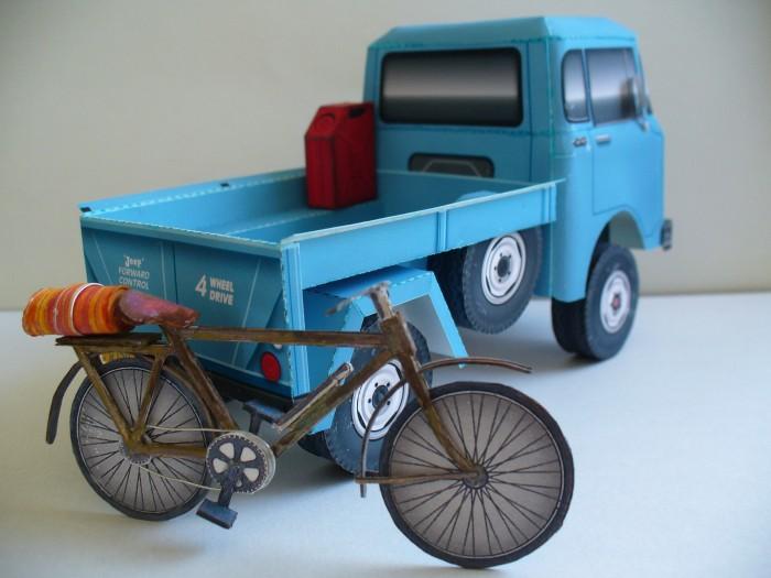 Tetsuya Hara Jeep FC-150 with bicycle